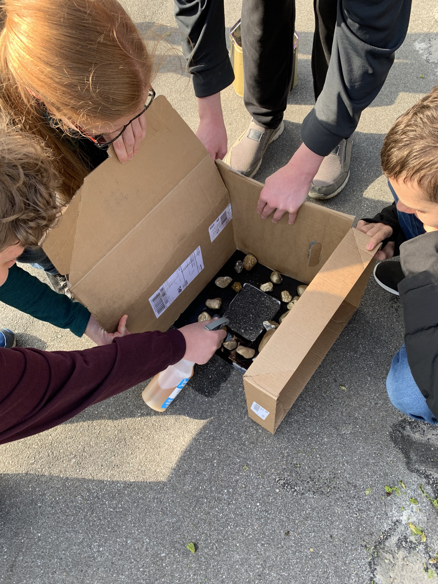 elevprojekt - kasse med sten i bunden