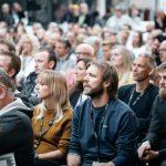 Foredragssal fuld af mennesker