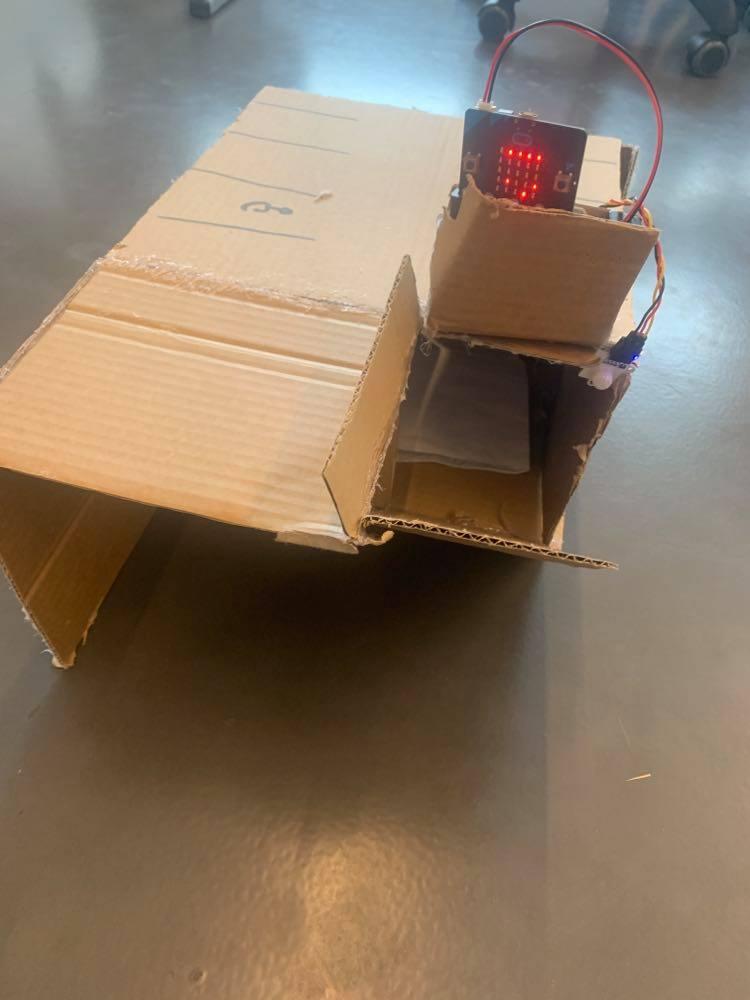 Mockup i pap med microbit til løsning af trafikproblem