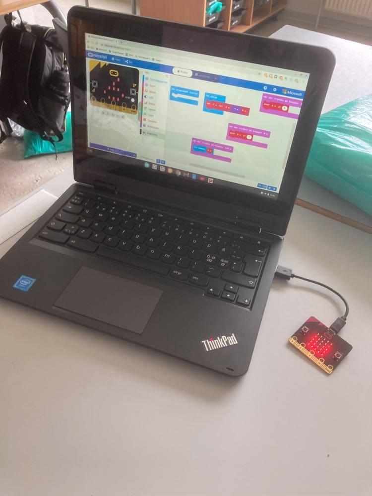 Kodeblokke i program på bærbarcomputer