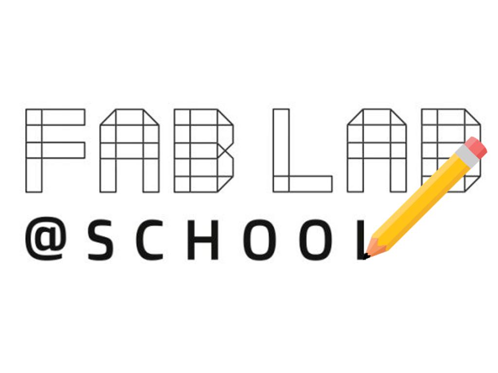 FabLabs logo bliver tegnet op med blyant