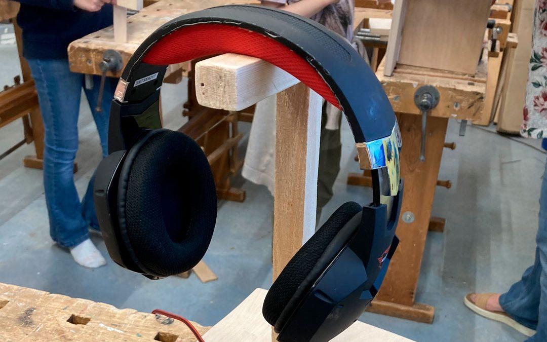 Headset på headsetholder