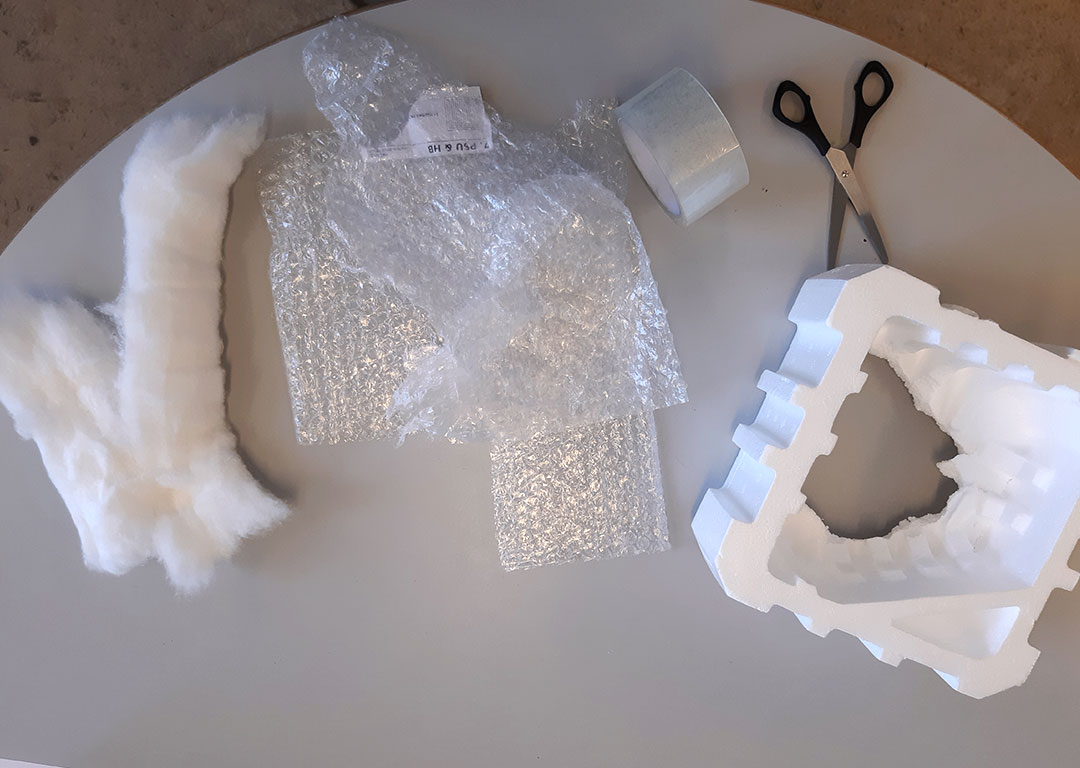Materialer: Micro:bits, Bobleplast, Skuresvampe, Flamingo, Vat, Saks.